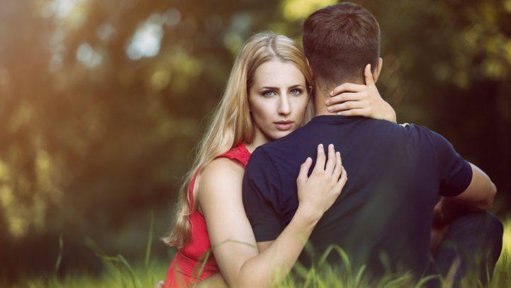 J'ai engagé(e) une procédure de divorce, est-ce que je peux enfin vivre avec mon amant ou ma maîtresse ?