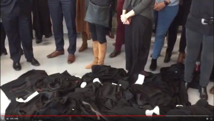 Une pluie de robes d'avocats sous le tonnerre de la réforme des retraites.